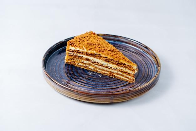 Gâteau au miel avec crème multicouche