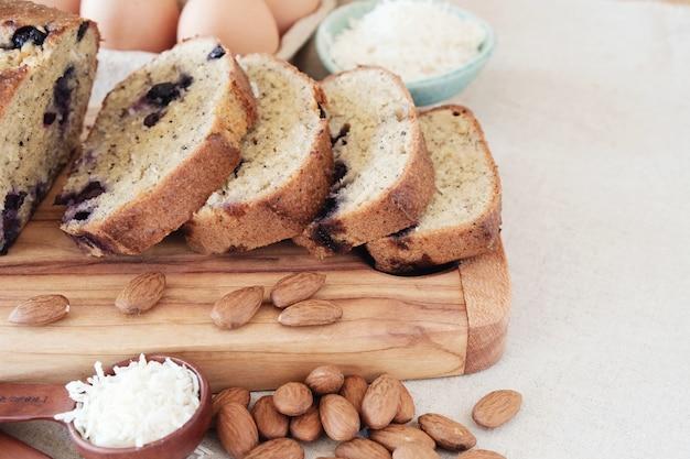 Gâteau aux amandes et au beurre de noix de coco, régime cétogène