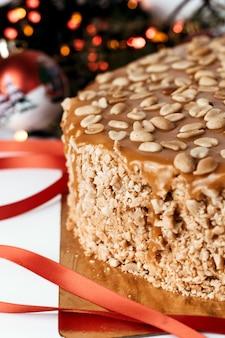 Gâteau aux arachides et au caramel.