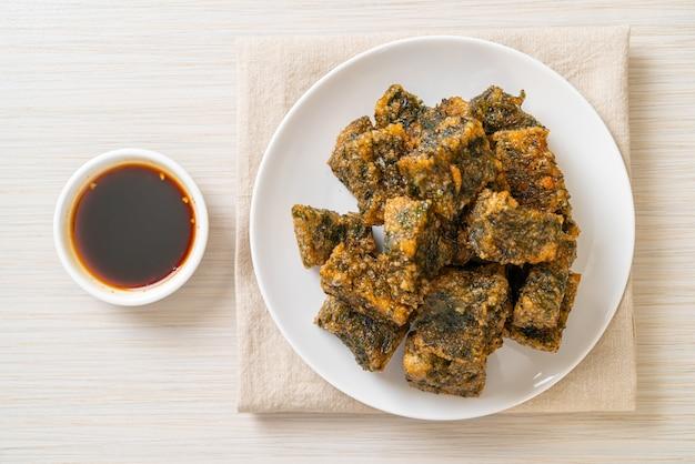Gâteau aux boulettes de ciboulette chinoise frite - style cuisine asiatique