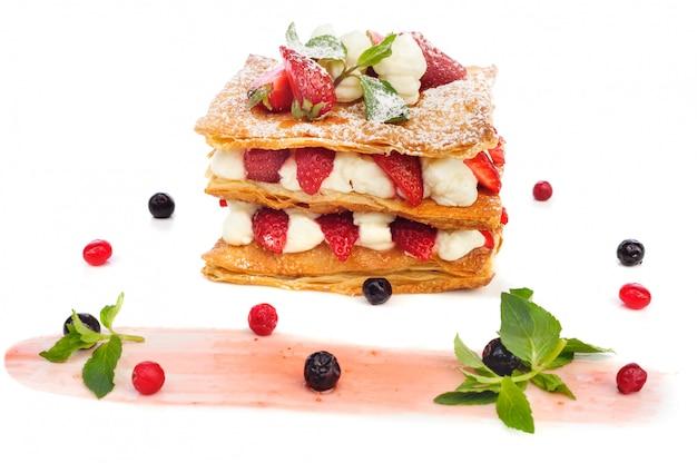 Gâteau aux fraises avec crème anglaise