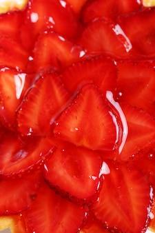 Gâteau aux fraises frais et savoureux