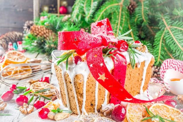 Gâteau aux fruits d'hiver de noël
