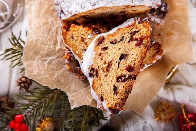 Gâteau aux fruits de noël de dresdnen stollen