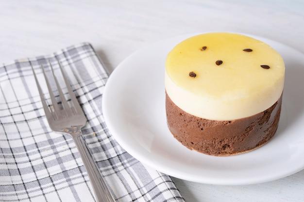 Gâteau aux fruits de la passion et café