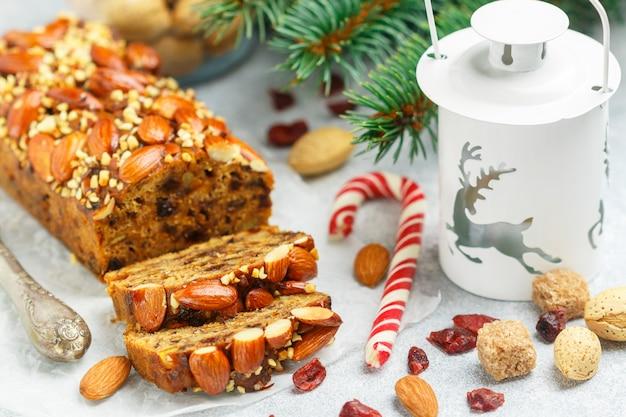 Gâteau aux fruits traditionnel chrsitmas