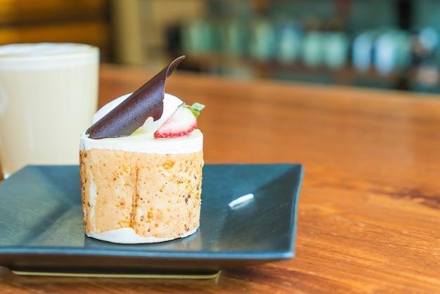 Gâteau aux mousses aux fruits à la mangue et à la passion