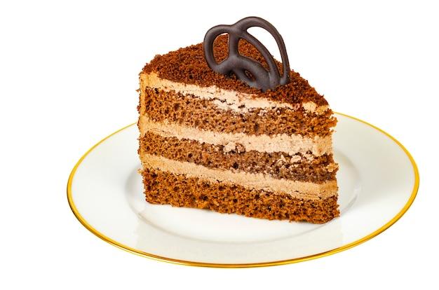 Gâteau aux truffes au chocolat isolé sur fond blanc. photo de studio.