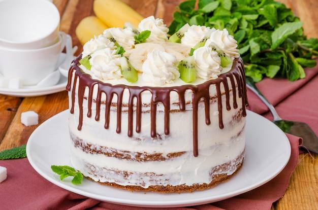 Gâteau colibri fruité maison aux noix et à la cannelle