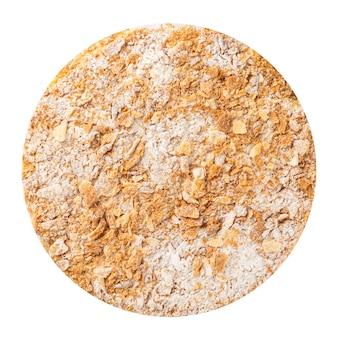 Gâteau en couches napoléon isolé avec du sucre en poudre