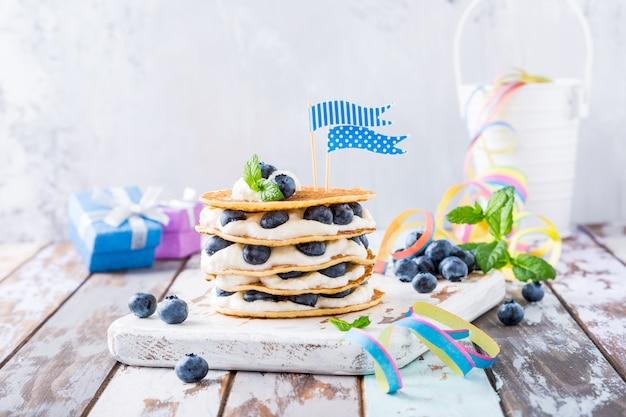Gâteau de crêpes au yaourt et aux myrtilles