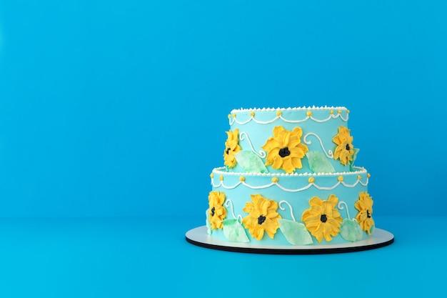 Gâteau festif au décor floral coloré