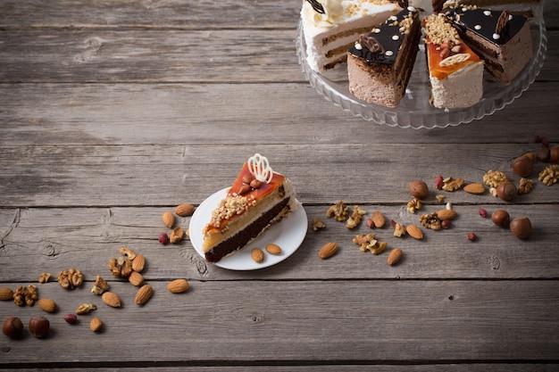 Gâteau sur fond de bois ancien