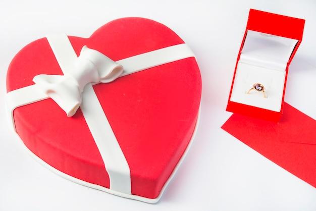 Gâteau fondant en forme de coeur célébration