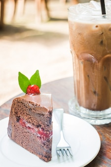 Gâteau glacé au moka et à la forêt noire