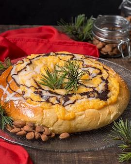 Gâteau de jour de l'épiphanie délicieux grand angle avec espace copie