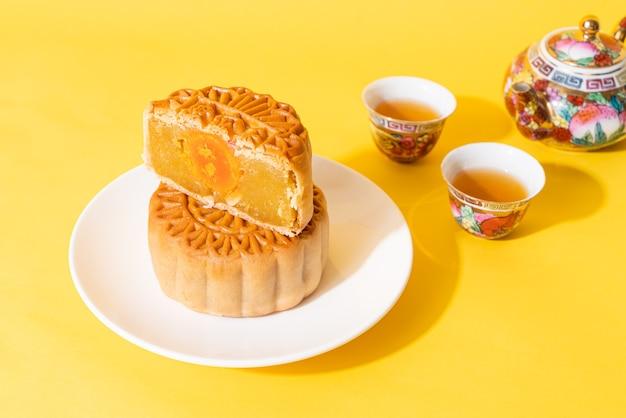 Gâteau de lune chinois au durian et au jaune d'oeuf pour la fête de la mi-automne