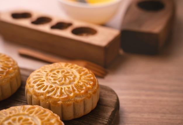 Gâteau de lune cuit au four frais de forme ronde gâteau de lune chinois pour le festival de la lune de la mi-automne