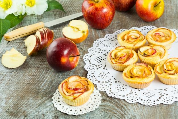Gâteau maison rose aux pommes