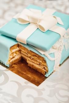 Gâteau De Mariage Avec Des Gâteaux Turquoise Dans Le Style Tiffany Photo Premium