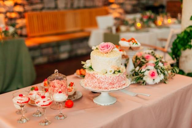 Gâteau de mariage rustique