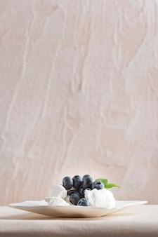 Gâteau à la meringue aux myrtilles fraîches