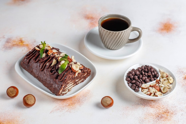 Gâteau mosaïque au chocolat et biscuit