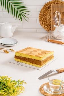 Le gâteau en mousseline est un gâteau très léger avec un trou caractéristique au centre d'un moule à tube non graissé