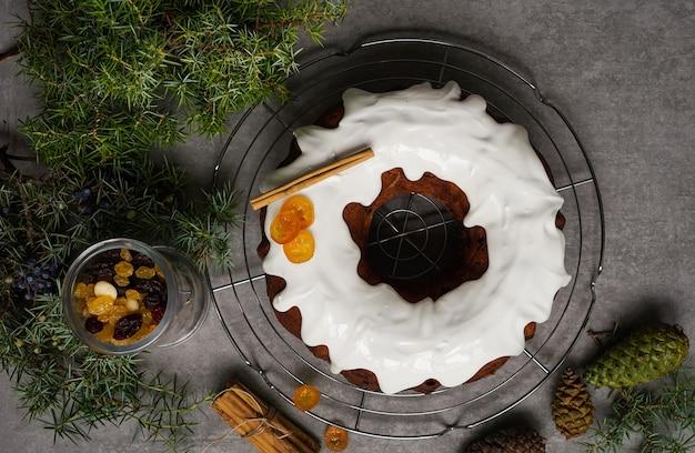 Gâteau de noël, décoré de houx de noël