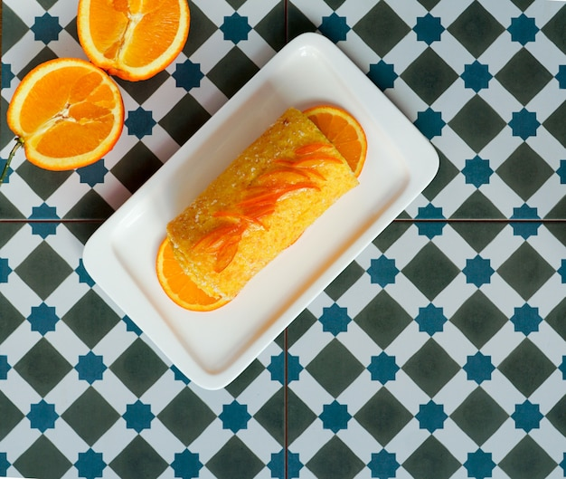 Gateau orange roulé portugais. brazo de naranja, tarta portuguesa, flan, gâteau sucré aux œufs