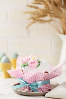 Gâteau de pâques aux roses de mastic