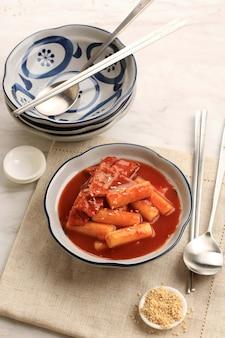 Gâteau de riz épicé coréen tteokbokki