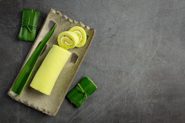 Gâteau roulé au pandan vert prêt à manger