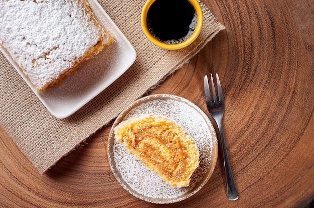 Gâteau roulé suisse farci au dulce de leche