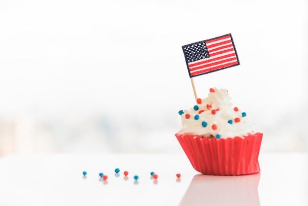 Gâteau saupoudré et drapeau usa