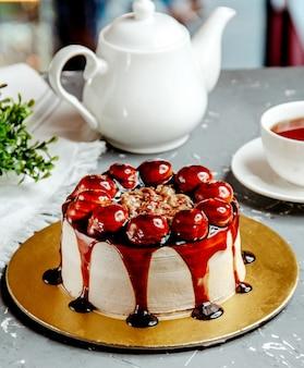 Gâteau souffle sur la table