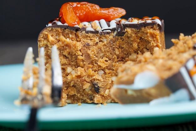 Gâteau sucré à base de cacahuètes, sucre