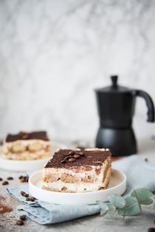 Gâteau tiramisu fait maison. dessert italien classique