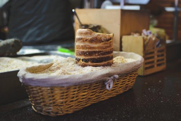 Gâteau trdelnik au marché de noël de prague