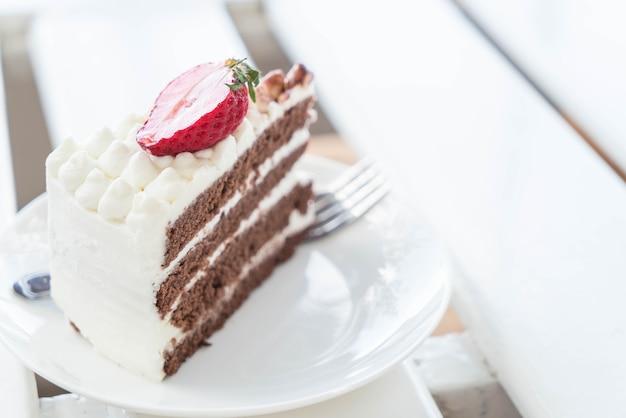 Gâteau à la vanille et au chocolat à la fraise