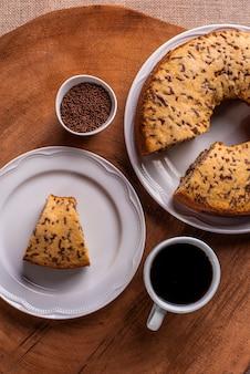 Gâteau à la vanille avec des pépites de chocolat