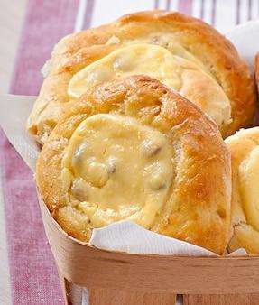 Gâteaux au fromage à la menthe et à la crème sure. dessert délicieux