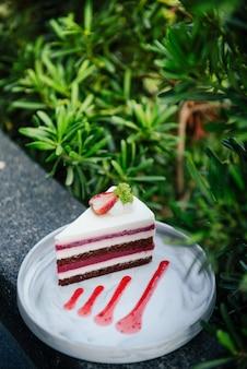 Gâteaux aux fraises dans l'arbre