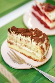 Gâteaux de desserts sucrés à l'espace café. orientation verticale