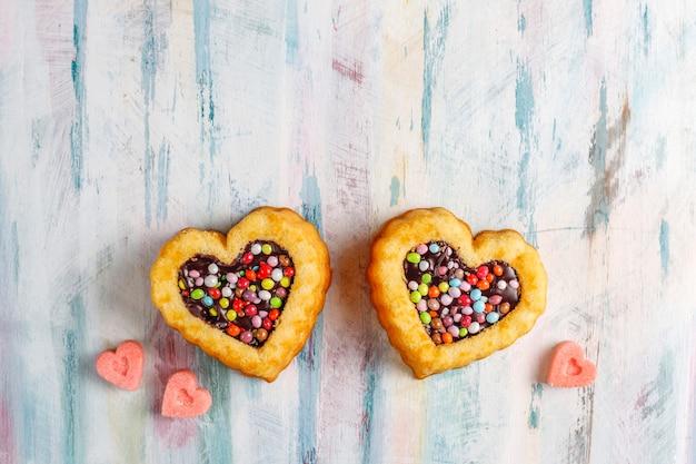 Gâteaux en forme de coeur pour la saint-valentin.