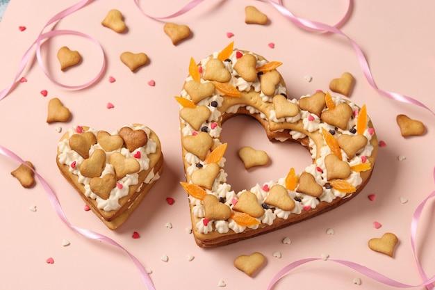 Gâteaux en forme de coeur rose pour la saint-valentin