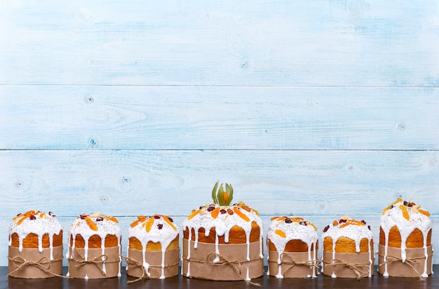 Gâteaux de pâques slaves classiques dans un style rustique