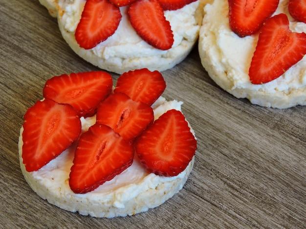 Gâteaux de riz aux fraises.