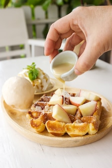 Gaufre de belgique avec de la crème glacée.