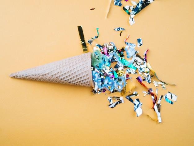 Gaufre cône avec différents confettis